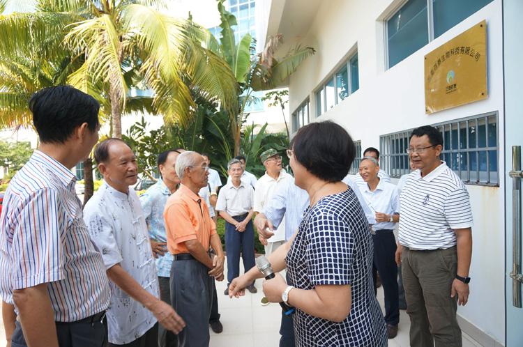 三亞市老干局重陽節組織廳級以上離休老干部到百泰參觀