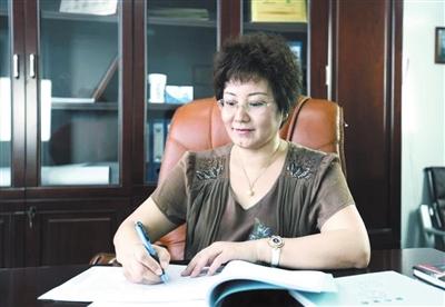 """三亚市政协委员、三亚百泰董事长张立女士接受三亚日报记者采访时表示:""""我对三亚的未来充满信心"""""""