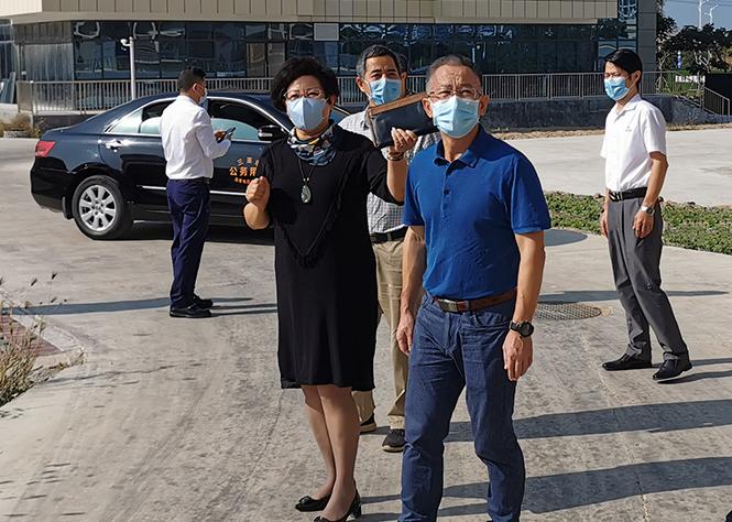 三亚市政协副主席朱传华一行莅临百泰生物调研指导