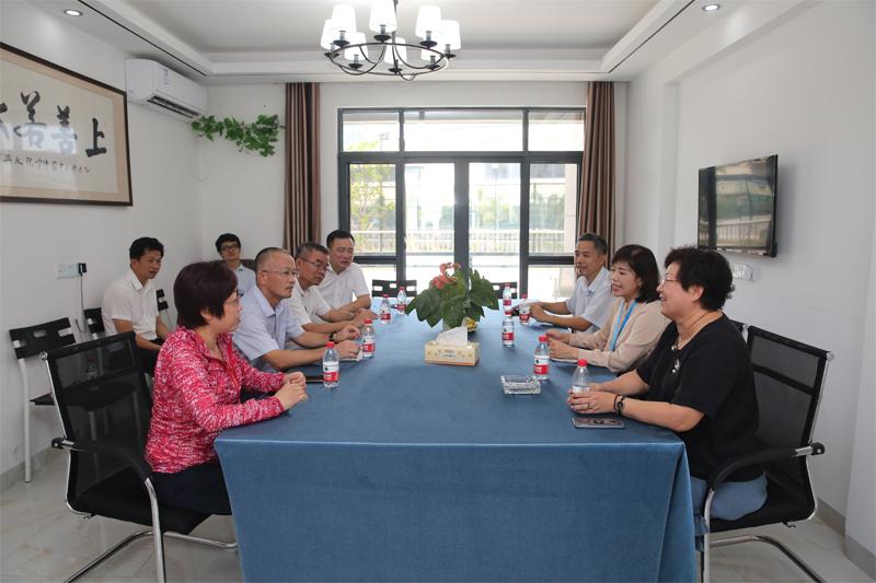 三亞市政協主席周廉芬一行蒞臨百泰生物調研指導